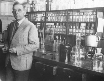 Dr. Otto Warburg: sugar causes cancer